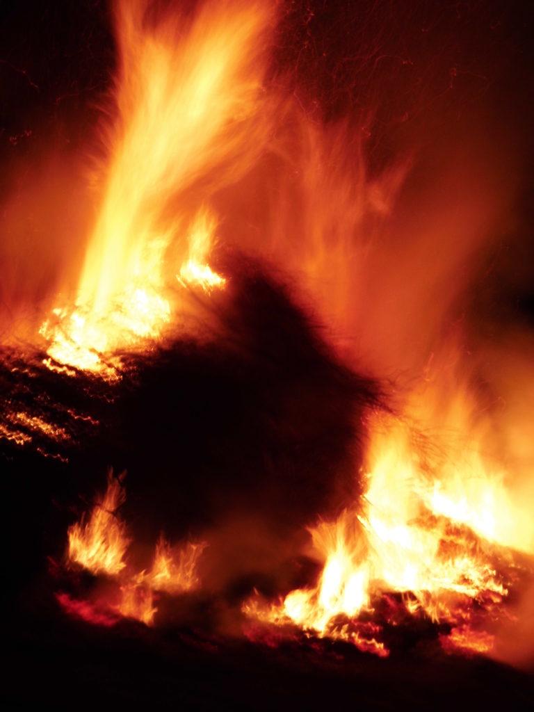 Bild: brennende Burg